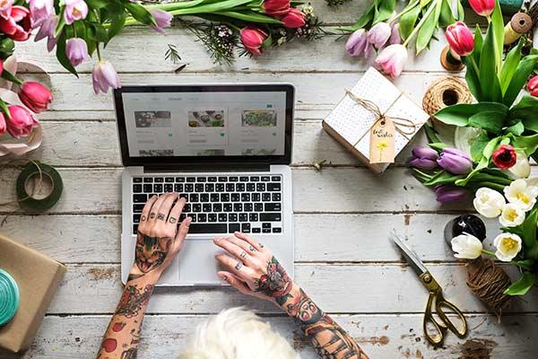 Hilfe durch virtuelle Assistenz und Webdesign